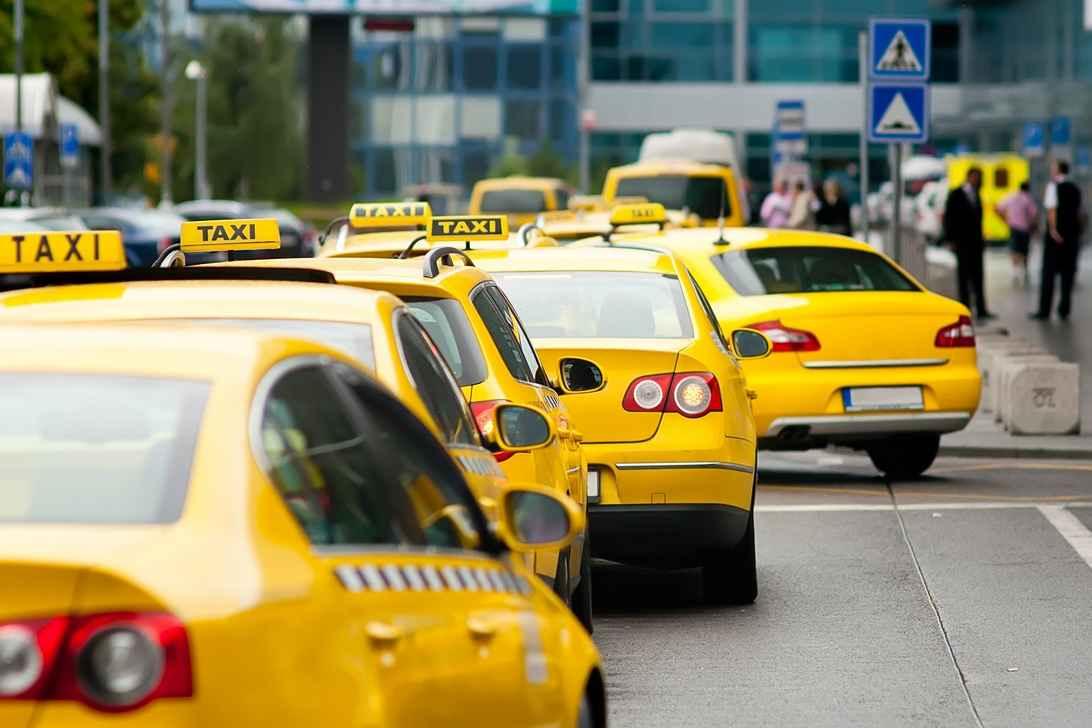 Преимущества службы такси в городе Москве