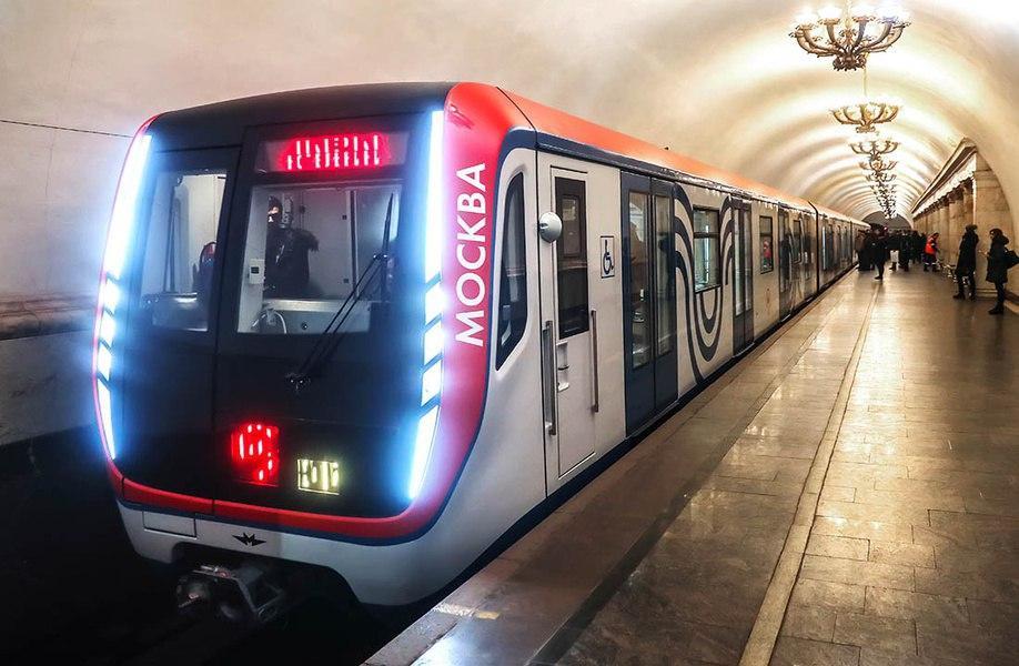 Беспроводные зарядки и освещение на полу появятся в метро