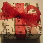 Запись песен в студии в подарок – лучший выбор на все случаи жизни