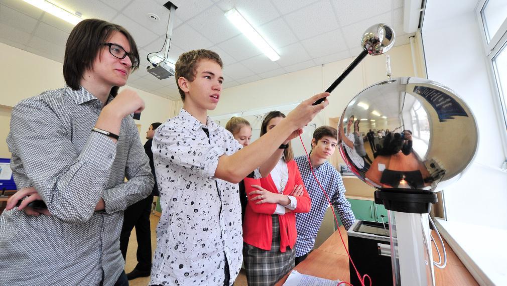 Контракт со школьником и миллион за олимпиаду: какие возможности дает московская школа