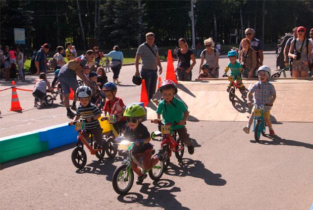 ?Бесплатные занятия по беговелу и велоспорту для детей на Поклонной горе - слайд 1