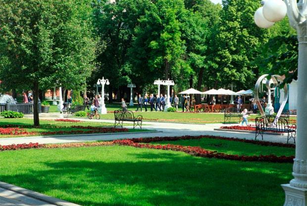 ?День русского языка в саду «Эрмитаж» - слайд 1