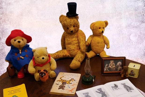 ?Выставка антикварных игрушек «Путешествие плюшевого медвежонка» - слайд 1