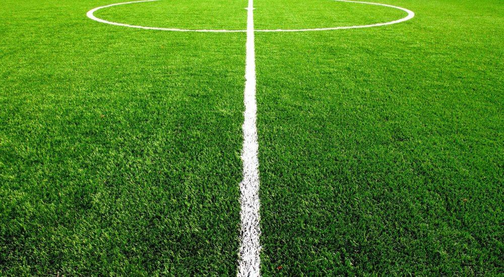 Искусственный газон на футбольном поле