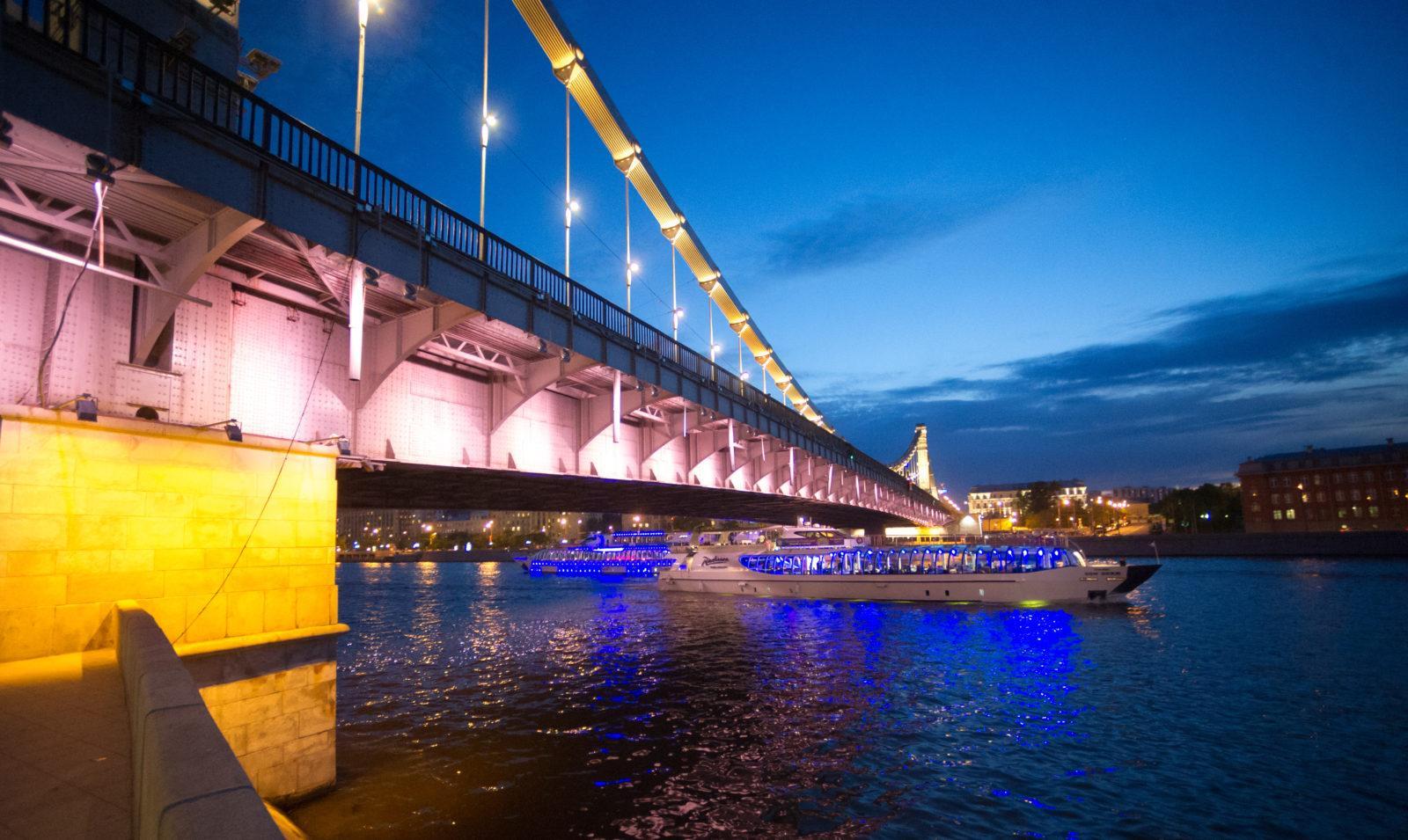 Крымский мост покрасят ко Дню города