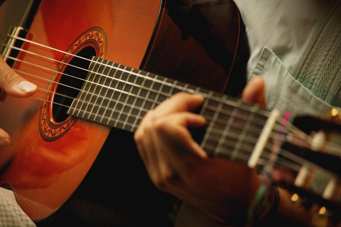 Игра на гитаре: записаться на занятия в Westendschool