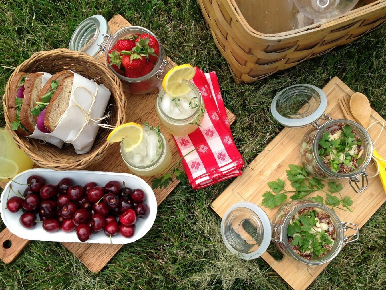 Посуда для пикника – в комплект к мангалу и шашлыку!