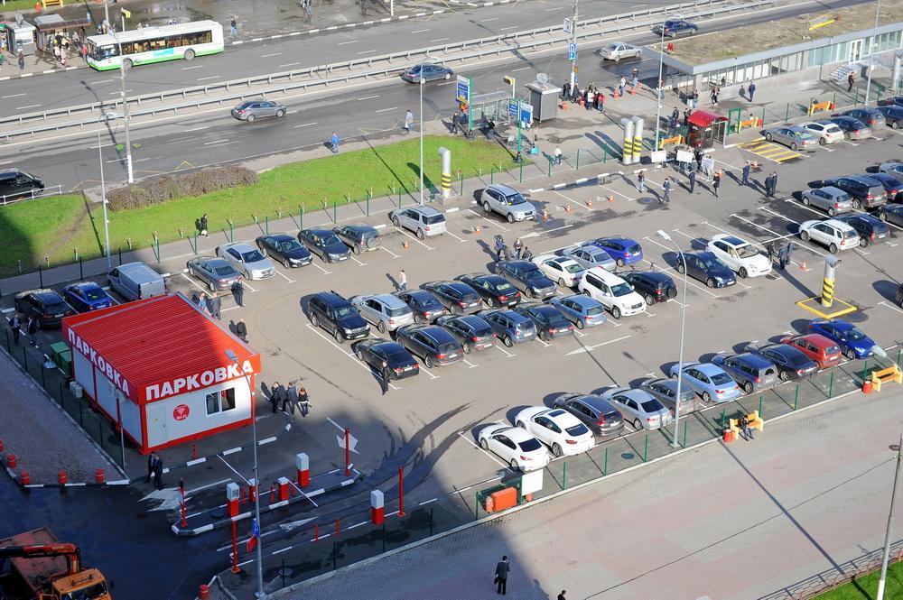 В какие дни в Москве в 2017 году водителям доступны бесплатные парковочные места