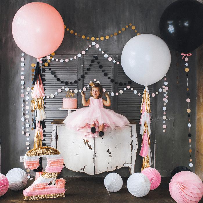 Как украсить комнату ребенку на день рождения: используем шары