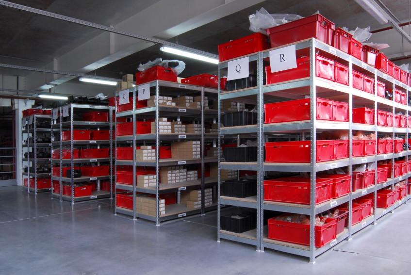 Стеллажи для склада: виды и особенности
