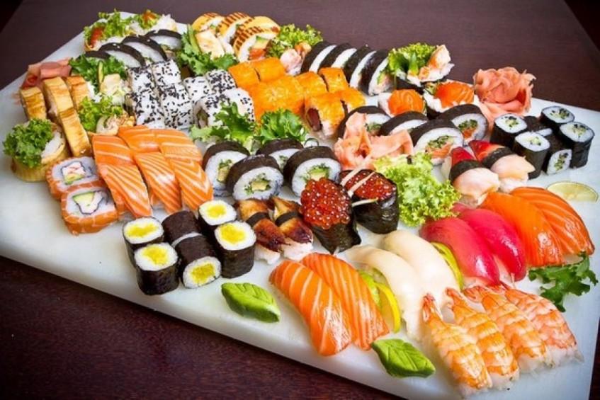 Суши: так ли это безопасно или лучше заказать русскую кухню?
