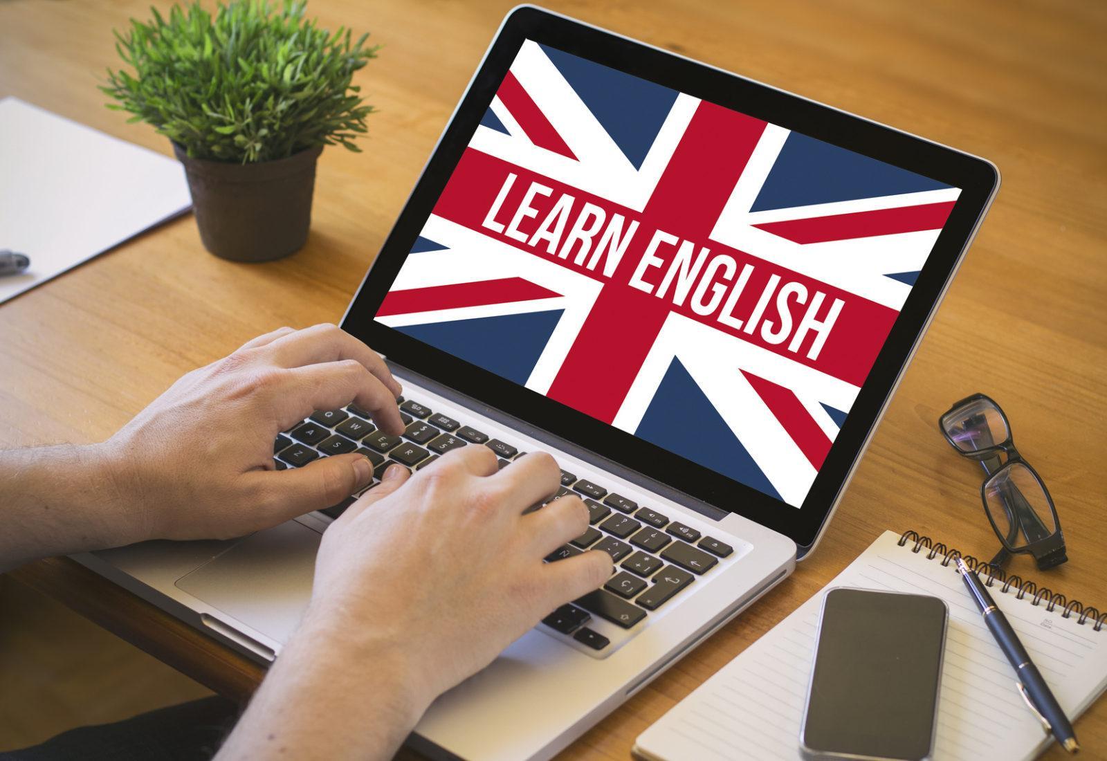 Изучение английского языка: самостоятельно или с помощью курсов?