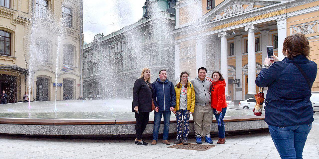 На Биржевой площади открыли новый фонтан