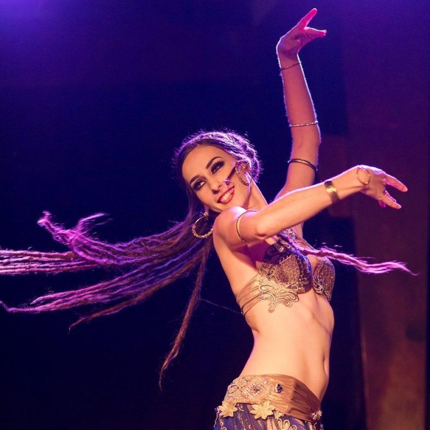 Восточные танцы: какая польза от занятий?