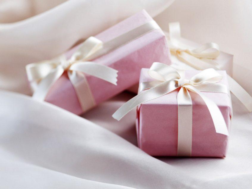 Подарок молодоженам или... Как стать другом семьи