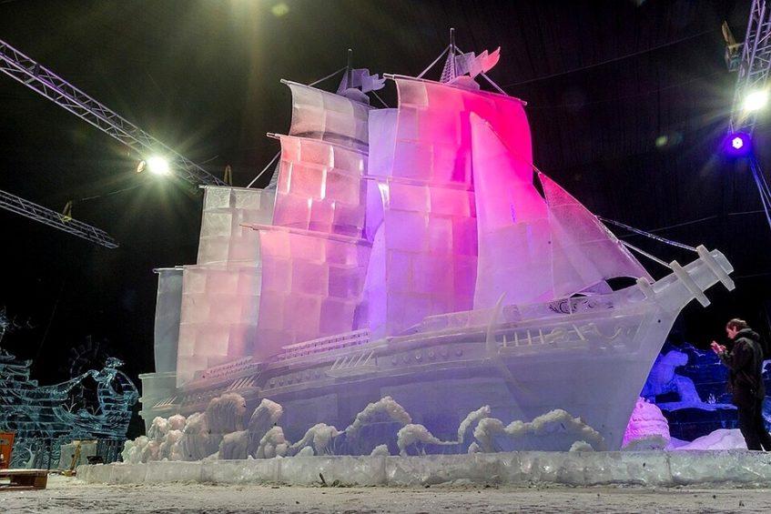 В парке Горького проходит выставка ледяных скульптур «-273°. Ледяной космос».