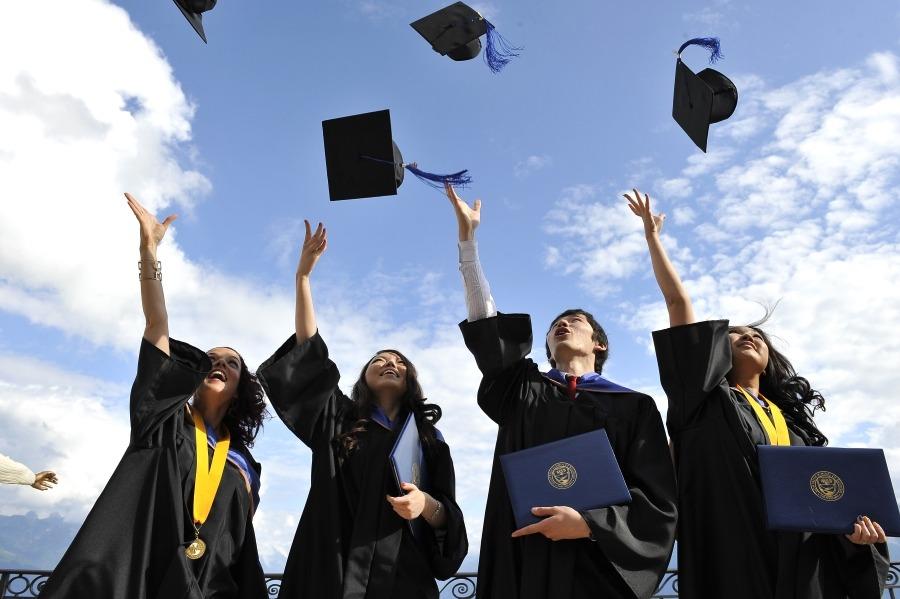 Люди покупают диплом