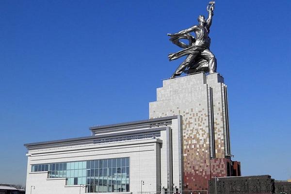 Памятник и музейно-выставочный центр «Рабочий и Колхозница»